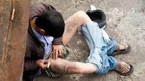 Cảnh chích ma túy giữa ban ngày (ảnh tư liệu)