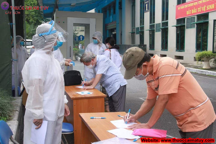 Khai báo y tế khi đến khám tại bệnh viện.